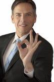 Homem de negócios que dá o sinal APROVADO Fotos de Stock Royalty Free
