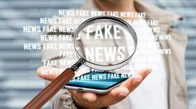Homem de negócios que descobre a rendição falsificada da informação 3D da notícia Foto de Stock