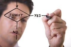 Homem de negócios que desenha um fluxograma Foto de Stock Royalty Free