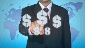 Homem de negócios que empurra o ícone do botão com moeda do dólar Fotos de Stock