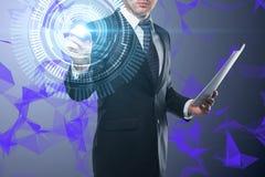 Homem de negócios que empurra o botão digital imagens de stock