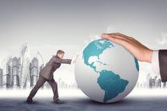 Homem de negócios que empurra o globo da terra Imagens de Stock