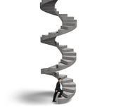 Homem de negócios que escala a escadaria espiral concreta Foto de Stock Royalty Free
