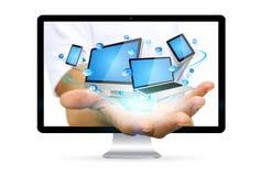 Homem de negócios que escapa do computador que guarda o dispositivo da tecnologia em seu ha Imagens de Stock Royalty Free