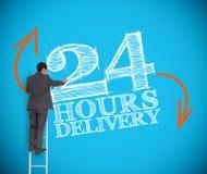 Homem de negócios que escreve 24 horas de entrega Fotografia de Stock Royalty Free