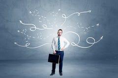 Homem de negócios que está com setas do enrolamento ao redor Fotografia de Stock Royalty Free