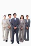 Homem de negócios que está com sua equipe Foto de Stock Royalty Free