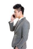 Homem de negócios que fala ao móbil Fotografia de Stock