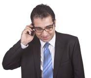 Homem de negócios que fala com telefone Fotografia de Stock Royalty Free