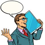 Homem de neg?cios que fala no telefone com uma tela muito grande, tabuleta t?cnica dos dispositivos do humor ilustração royalty free