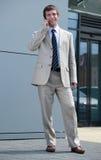 Homem de negócios que fala no telefone móvel Imagens de Stock