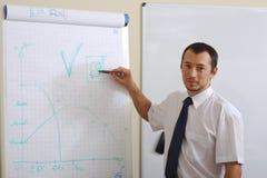 Homem de negócios que faz uma apresentação foto de stock royalty free