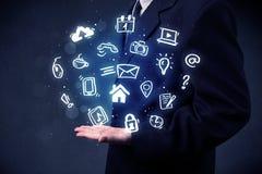 Homem de negócios que guarda aplicações azuis Foto de Stock