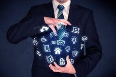 Homem de negócios que guarda aplicações azuis Fotos de Stock