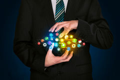 Homem de negócios que guarda a nuvem do ícone do app Fotos de Stock Royalty Free