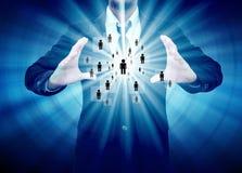Homem de negócios que guarda o ícone da rede social Imagem de Stock Royalty Free