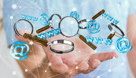 Homem de negócios que guarda o ícone do contato da rendição 3D e que amplia o gla Foto de Stock Royalty Free
