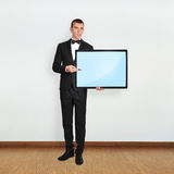 Homem de negócios que guarda o plasma Fotos de Stock Royalty Free