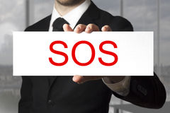 Homem de negócios que guarda o sinal SOS Imagens de Stock Royalty Free