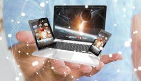 Homem de negócios que guarda o telefone e a tabuleta do portátil em seu rende da mão 3D Fotografia de Stock Royalty Free