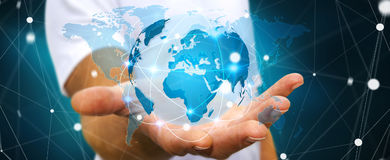 Homem de negócios que guarda a rede global na rendição da terra 3D do planeta Fotos de Stock