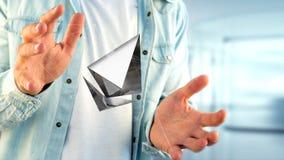 Homem de negócios que guarda um aroun cripto do voo do sinal de moeda de Ethereum Foto de Stock