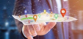 Homem de negócios que guarda um suporte do pino da rendição 3d em um mapa Imagem de Stock