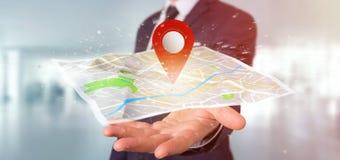 Homem de negócios que guarda um suporte do pino da rendição 3d em um mapa Foto de Stock Royalty Free