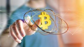 Homem de negócios que guarda um voo cripto do sinal de moeda de Bitcoin ao redor Foto de Stock Royalty Free