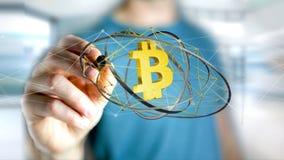 Homem de negócios que guarda um voo cripto do sinal de moeda de Bitcoin ao redor Imagens de Stock Royalty Free