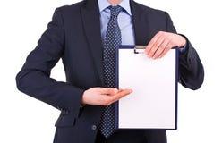 Homem de negócios que guardara uma prancheta. Fotos de Stock