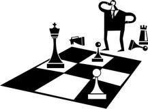 Homem de negócios que joga um jogo de xadrez Fotos de Stock Royalty Free
