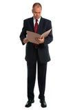 Homem de negócios que lê um arquivo Fotos de Stock Royalty Free
