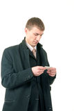 Homem de negócios que lê um cartão Imagem de Stock