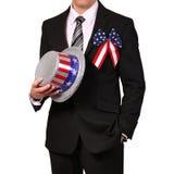 Homem de negócios que mantém o chapéu com bandeira americana isolado Fotografia de Stock