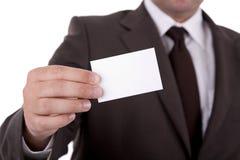 Homem de negócios que mostra o cartão fotografia de stock