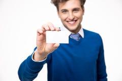 Homem de negócios que mostra o cartão em branco foto de stock royalty free
