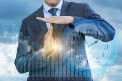 Homem de negócios que mostra o tempo para fora imagens de stock royalty free