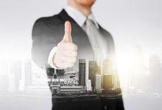 Homem de negócios que mostra os polegares acima Imagens de Stock Royalty Free