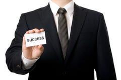 Homem de negócios que mostra um cartão Imagem de Stock Royalty Free