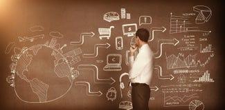 Homem de negócios que olha desenhos na parede 3d Imagem de Stock