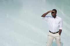 Homem de negócios que olha em no futuro Fotos de Stock Royalty Free