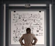 Homem de negócios que olha o conceito do negócio no cartaz imagens de stock royalty free
