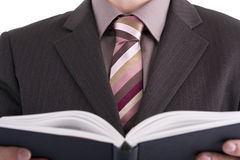 Homem de negócios que olha o livro Imagem de Stock Royalty Free