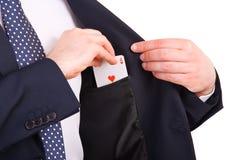 Homem de negócios que põe o cartão do ás em seu bolso. Foto de Stock Royalty Free