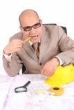 Homem de negócios que pensa com plantas arquitectónicas Foto de Stock Royalty Free