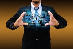 Homem de negócios que prende a rede social Imagem de Stock