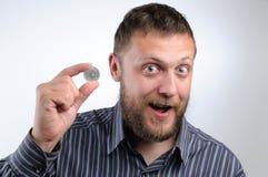 Homem de negócios que prende uma moeda do rublo Fotos de Stock