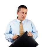 Homem de negócios que prende uma pasta preta do negócio Fotos de Stock Royalty Free