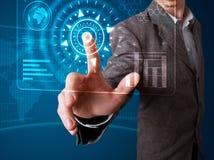 Homem de negócios que pressiona a elevação - tipo da tecnologia de botões modernos Imagens de Stock
